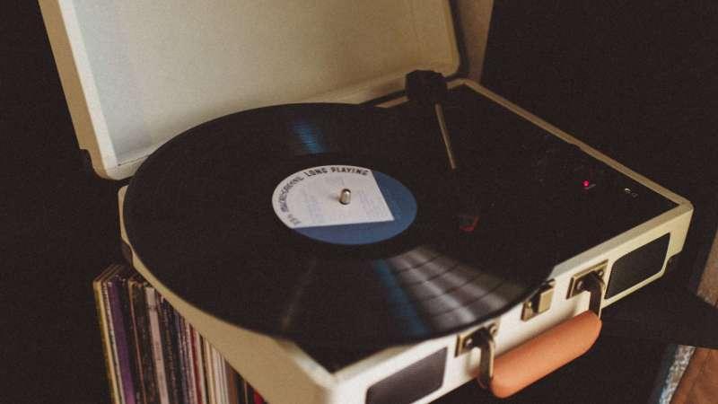 vinyl_record_player_vinyl_record_retro_119561_2560x1440